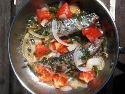 cuisiner maquereau frais recette de maquereaux à la poêle aux tomates et oignons nouveaux