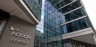 siege accor accor se renseigne pour un rachat de louvre hotels challenges fr