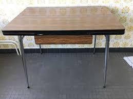 table cuisine vintage table de cuisine en formica vintage avec rallonges et tiroir