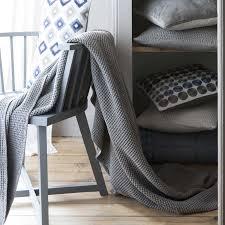 plaid gris pour canapé jeté de lit 100 coton nid d abeille maia tourterelle
