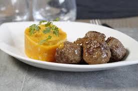 cuisiner la patate douce boulettes de boeuf au cheddar et écrasée de patate douce maggi