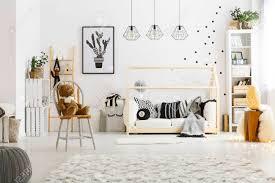 pouf chambre enfant chambre enfant enfant avec tapis pouf chaise lit et bibliothèque