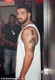 drake tattoos lil wayne u0027s face on his arm daily mail online