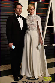 Vanity Fair Wedding Elizabeth Banks Dons Caped Jumpsuit At Vanity Fair Oscar Party
