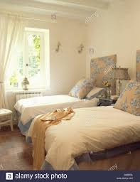 Blue Twin Bed by Blue Cream Patterned Cushions And Headboards On Twin Beds With