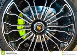 Porsche 918 Hybrid 2016 - wheel and brake system of a mid engined plug in hybrid sports car