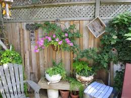 Backyard Fence Decorating Ideas Backyard Fence Decor 25 Creative Ideas For Garden Fences Empress