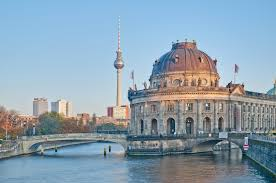Taxi Bad Zwischenahn Berlin Taxi Transfers To U0026 From Berlin In A Luxury Taxi Or Minibus
