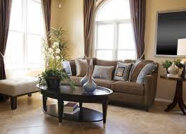 canap deco design interieur salon marron beige peinture rideaux canap deco
