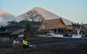 earthquake bali 2017 more than 120 000 flee rumbling bali volcano