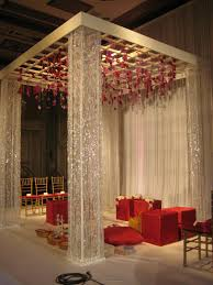 Wedding Stage Chairs I Love This Simple But Elegant Mandap Although The Red Boxy Seats