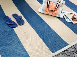 Painting An Outdoor Rug How To Paint A Cottage Style Sisal Rug How Tos Diy