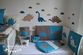 deco chambre dinosaure linge lit bébé et décoration dinosaure bleu pétrole canard beige et