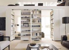 Open Bookshelf Room Divider Des Portes Coulissantes Pour Agrandir Et Décorer Votre Intérieur