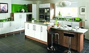 rajeunir une cuisine rajeunir sa cuisine apporter de la couleur dans une cuisine avec le