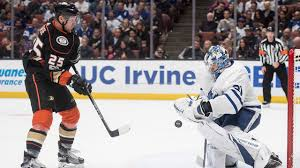 La Kings Flag Early Errors Add To Travel Woes As Maple Leafs Crowned By Kings