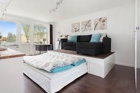 bett im wohnzimmer podestbett bauen praktische lösung fürs moderne schlafzimmer
