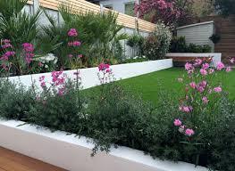 imagenes de jardines pequeños con flores parcelas rectangulares y jardines de chalets adosados 24 ideas