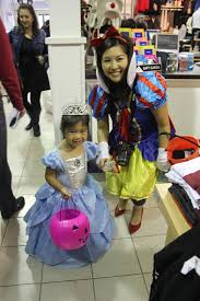 halloween spirit store photos trick or treating at tecumseh mall windsoritedotca news
