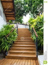 di legno per giardino scale di legno nel giardino immagine stock immagine di casa con
