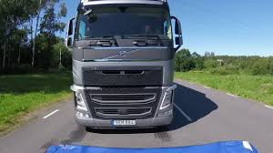 volvo sa trucks volvo trucks see how volvo trucks take a brake youtube