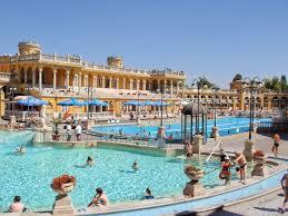 bagno termale e piscina széchenyi le terme széchenyi di budapest