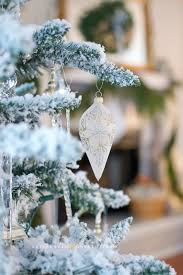 Christmas Tree Theme Ideas A Perfect Flocked Christmas Tree French Gold And White Decor Ideas