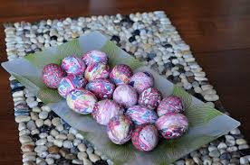 how to color easter eggs diy silk tie dyed easter eggs tutorial kim becker aka mommyknows