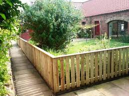 Fencing Ideas For Small Gardens Small Garden Fence Simple Way To Decor Your Backyard With Small