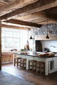 steinwand küche alte holzbalken und steinwände garantieren eine warme atmosphäre