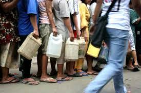 Minyak Tanah Per Liter warga kota larantuka kecewa harga minyak tanah rp 10 000 per liter