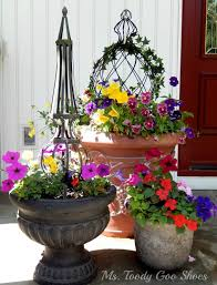 Summer Flower Garden Ideas - 29 pretty front door flower pots that will add personality to your