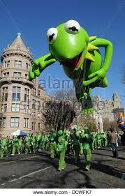 macys thanksgiving day parade kermit stock photos macys