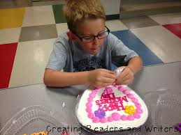 creating readers and writers sweetheart cakes for mom