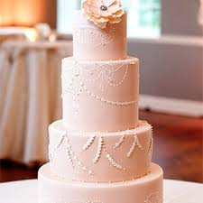 fondant wedding cakes the wedding cake debate buttercream vs fondant brides