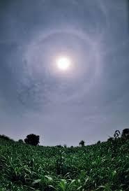 Halos Around Lights Why A Halo Around The Sun Or Moon Space Earthsky