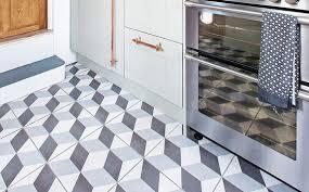 carrelage pour sol de cuisine pose de carrelage dans une cuisine conseils et tarif