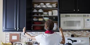 how to arrange items in kitchen cabinets 10 simple steps to an organised kitchen