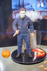 mezco unveils new michael myers figure at sdcc halloween daily
