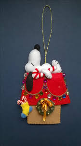 Snoopy Christmas Decorations by Best 25 Snoopy Christmas Ideas On Pinterest Snoopy Peanuts And