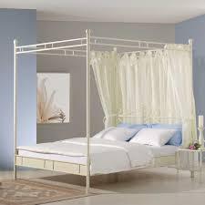 Schlafzimmer Mit Metallbett Bett Hannah In Weiß Mit Himmel Aus Metall Wohnen De