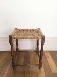 siege vintage tabouret bohemien vintage en bois avec siège tissé en vente sur pamono