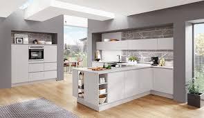 bilder für die küche küche in grau trendig einfach geplant mit küchen quelle