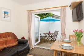 B M Garden Furniture Garden Retreat Holiday Apartment Downderry South East Cornwall Uk