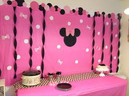 Madison s Minnie Mouse Birthday Party diy backdrop
