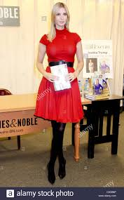 Barnes Noble 5th Ave Ivanka Trump Promotes Her New Book U0027the Trump Card Playing To Win