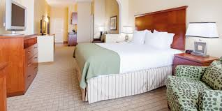 hotels with 2 bedroom suites in denver co holiday inn express suites denver airport hotel by ihg