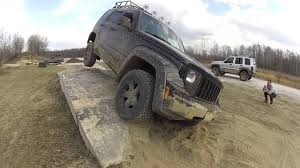 offroad jeep liberty jeep liberty kk three wheelin u0027 obstacle course southington off