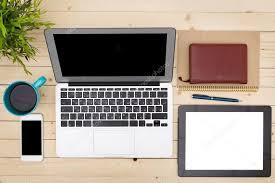 sur le bureau travail de bureau avec ouvert ordinateur portable tablet pc