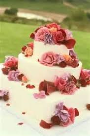 affordable wedding cakes affordable wedding cake with fresh flowers
